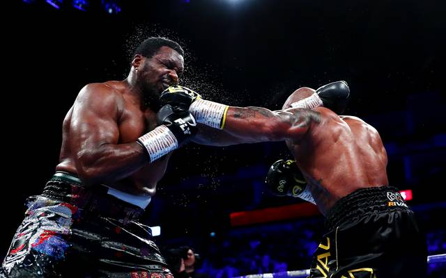 Boxen: Dillian Whyte neuer WBC-Interim Champ, Sieg über Oscar Rivas, Oscar Rivas(rechts) im Kampf gegen Dillian Whyte