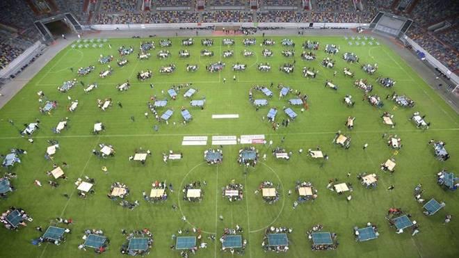 Das Düsseldorfer Stadion verwandelte sich in eine riesige Tischtennisfläche