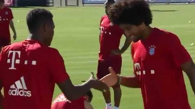 Dante und David Alaba beim Handshake