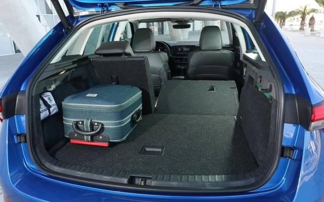 Sehr geräumig: Der Kofferraum des Scala fasst bei umgeklappter Rückbank 1410 Liter