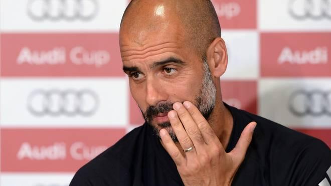 Pep Guardiola vom FC Bayern auf der Pressekonferenz zum Audi Cup