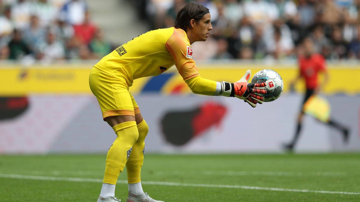 MOENCHENGLADBACH, GERMANY - AUGUST 03: Yann Sommer of Moenchengladbach throws  the ball during the pre-season friendly match between Borussia Moenchengladbach and FC Chelsea at Borussia-Park on August 03, 2019 in Moenchengladbach, Germany. The match between Moenchengladbach and Chelsea ended 2-2.  (Photo by Christof Koepsel/Bongarts/Getty Images)