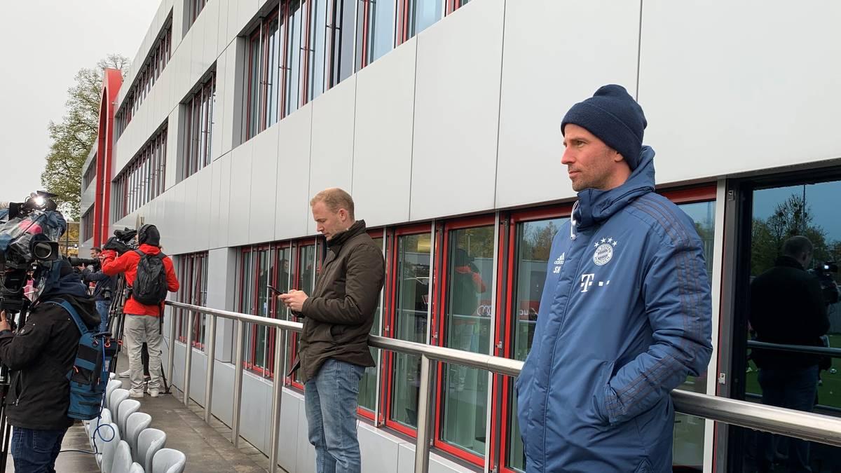 U23-Trainer Sebastian Hoeneß beobachtete das erste Bayern-Training unter Hansi Flick