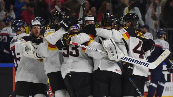 Die deutsche Mannschaft feiert ihren Sieg gegen die Slowakei
