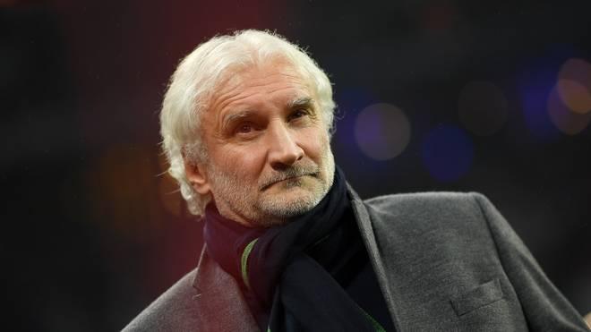 Rudi Völler sieht die Transfersummen kritisch