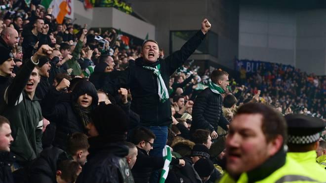 Celtic-Fans bejubeln ein Tor gegen den Erzrivalen Glasgow Rangers