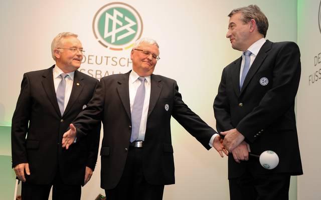 WM-Affäre: Landgericht lehnt Hauptverfahren gegen Zwanziger und Niersbach ab, Horst R Schmidt (links), Theo Zwanziger (mitte) zusammen mit Wolfgang Niersbach
