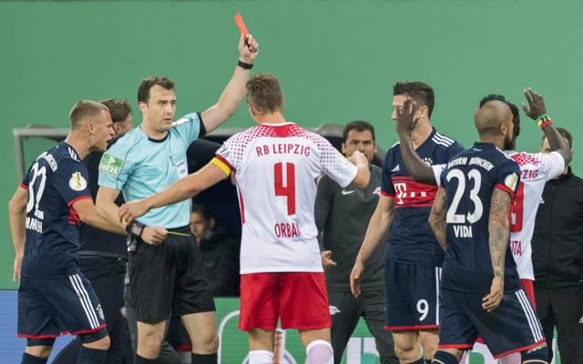 Schiedsrichter Felix Zwayer lag im Pokalspiel zwischen Leipzig und Bayern einige Male daneben