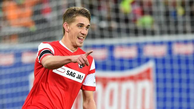 Nils Petersen bejubelt einen Treffer für den SC Freiburg gegen Eintracht Frankfurt