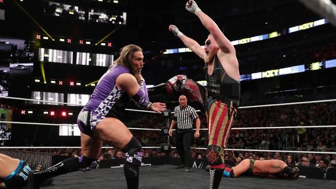 Alexander Wolfe (r., hier in einem NXT-Match gegen Kassius Ohno) steigt bei WWE zu SmackDown Live auf