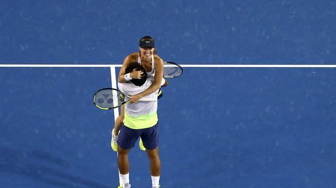 Martina Hingis und Leander Paes freuen sich über ihren Finalsieg