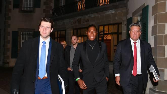 ATHLETICS-SWI-RSA-SPORT-GENDER-IAAF Vor einem Schweizer Gericht hat Caster Semenya (M.) einen Teilerfolg in der Diskussion um ihren Testosteronspiegel erfochten