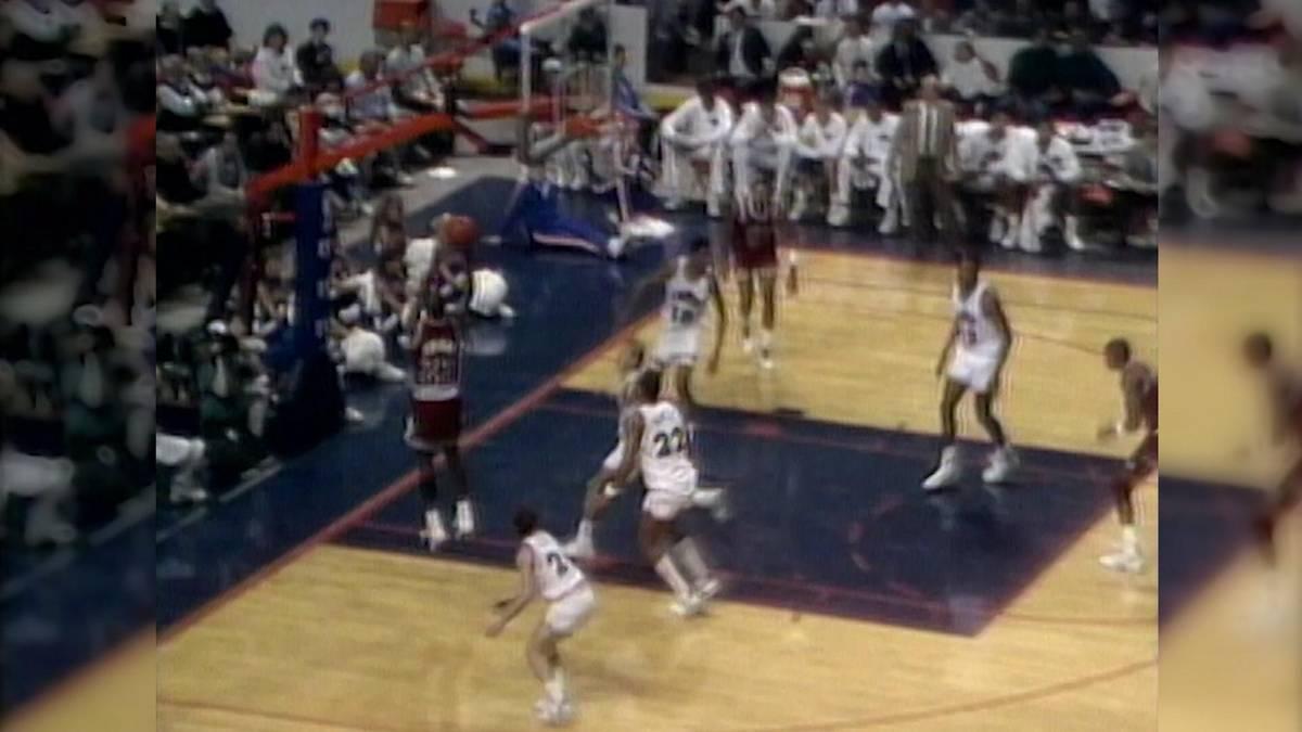 Michael Jordan gilt als der vielleicht beste Basketball-Spieler der Geschichte. Im März 1990 zeigte MJ im Trikot der Chicago Bulls, wieso er diesen legendären Status innehat.