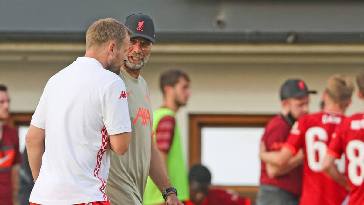 Mainz-Coach Bo Svensson (l.) und Jürgen Klopp im Gespräch.