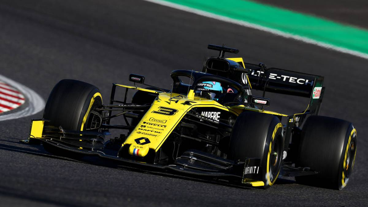 SUZUKA, JAPAN - OCTOBER 13: Daniel Ricciardo of Australia driving the (3) Renault Sport Formula One Team RS19 on track during the F1 Grand Prix of Japan at Suzuka Circuit on October 13, 2019 in Suzuka, Japan. (Photo by Mark Thompson/Getty Images)