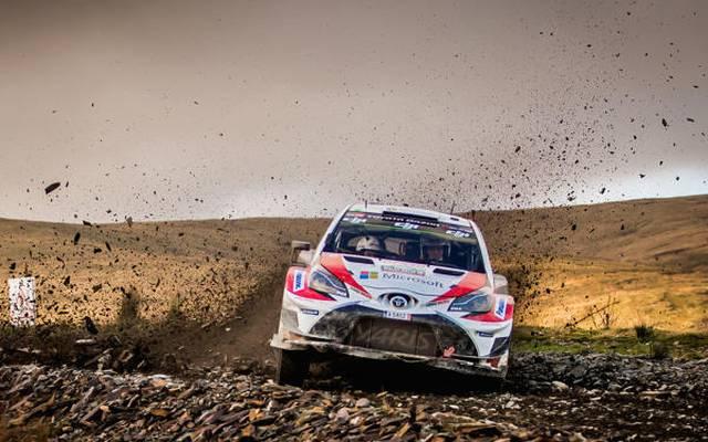 Toyota tat sich auf den rauen Schotterpisten in Wales schwer