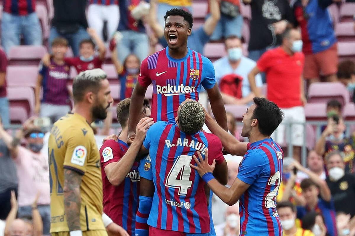Beim Sieg gegen Levante feiert Barcelona-Juwel Ansu Fati sein Comeback, das er mit seinem Solo in der Nachspielzeit krönt. Der 18-Jährige richtet danach eine Ansage an die Konkurrenz.