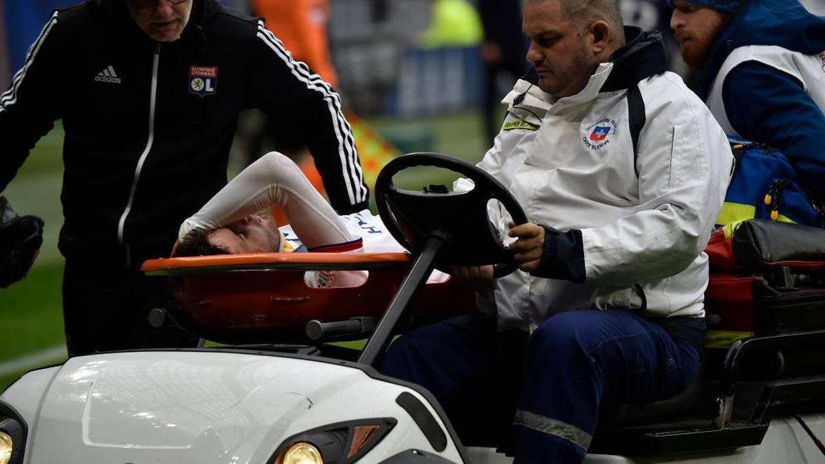Schock in Lyon! Spieler bricht auf dem Platz zusammen