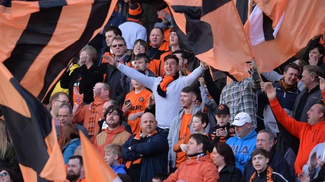 Anhänger von Dundee United feuern ihre Mannschaft an