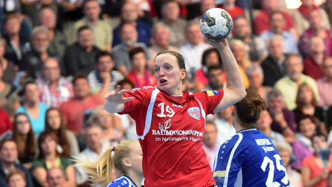 Katrin Engel im Trikot des Thüringer HC in der Champions League