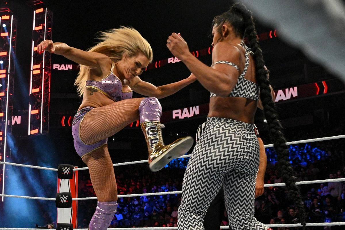 Wenige Tage nach dem sensationellen Tiefschlag für SmackDown im Duell mit AEW gibt es auch für RAW eine schlechte Nachricht historischen Ausmaßes.
