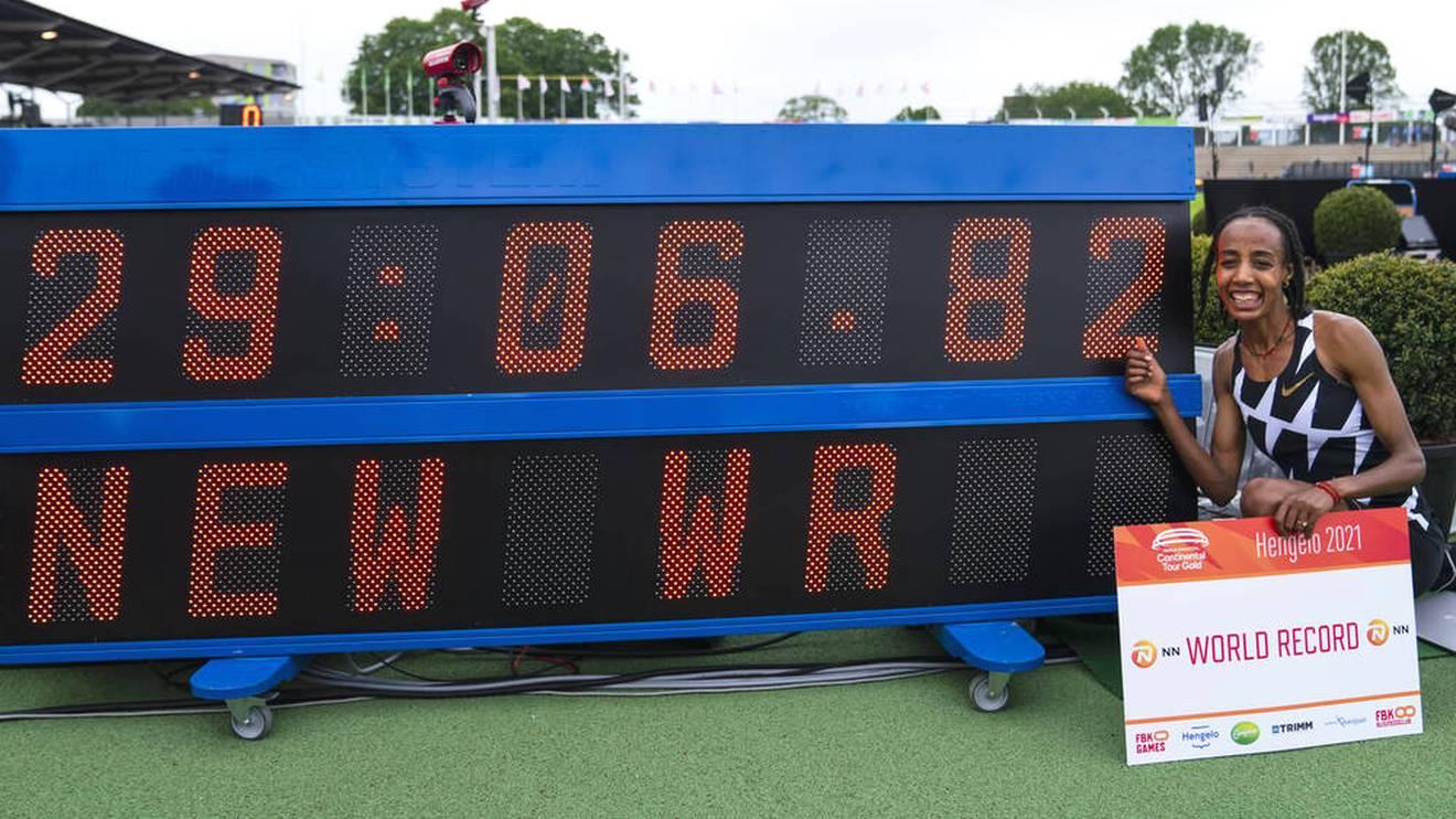 Sifan Hassan mit ihrer sensationellen Weltrekord-Zeit - die dann aber nur 50 Stunden später geknackt wurde