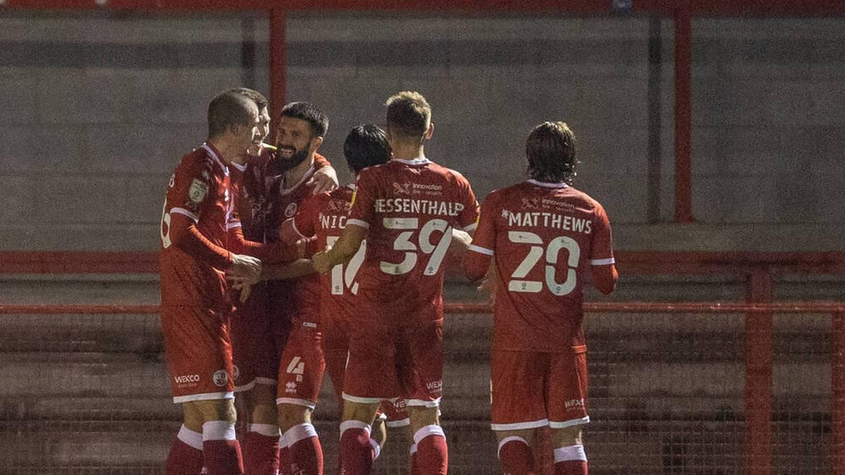 Die Spieler von Crawley Town bejubeln einen Treffer