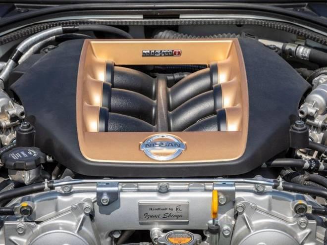 Unter der Haube steckt der bekannte V6-Turbo mit 3,8 Litern Hubraum