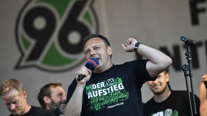 Hannover 96 Rise Party to Bundesliga