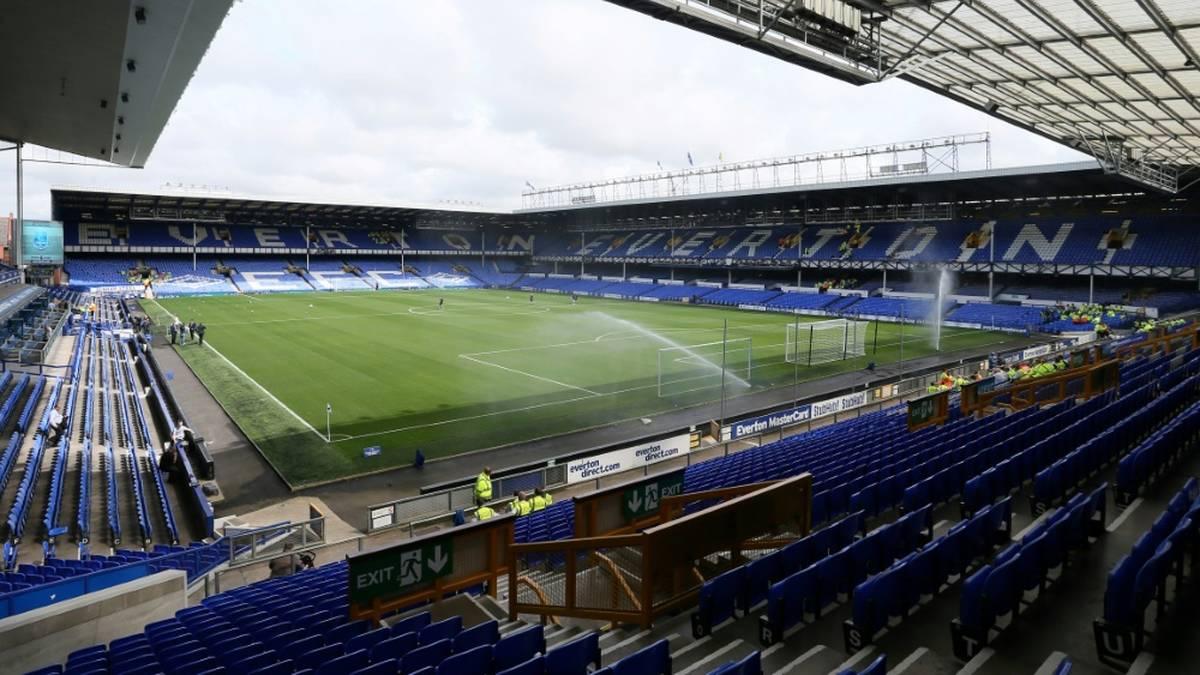 Polizei-Ermittlungen: Everton suspendiert Spieler