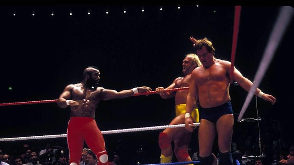 Mister T besiegte mit Hulk Hogan bei der ersten WrestleMania Roddy Piper (r.) und Paul Orndorff