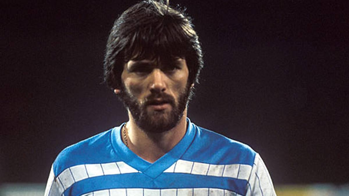 Friedhelm Funkel stieg mit Bayer Uerdingen 1991, 1993 und 1996 in die 2. Liga ab, zwei Mal gelang ihm als Trainer mit seinen Teams der sofortige Wiederaufstieg.