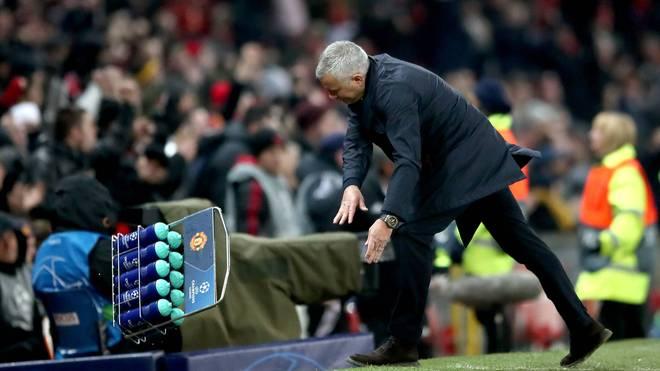 Jose Mourinho warf nach dem Siegtor einen Wasserträger in eine Pfütze