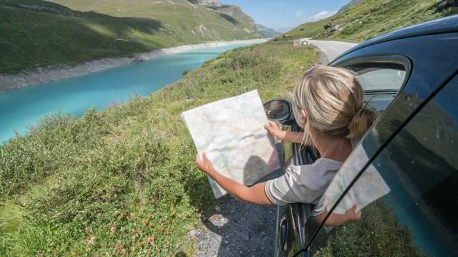 Die Schweiz lädt mit ihrer traumhaften Landschaft viele Touristen zu einem Besuch ein - auch mit dem Auto