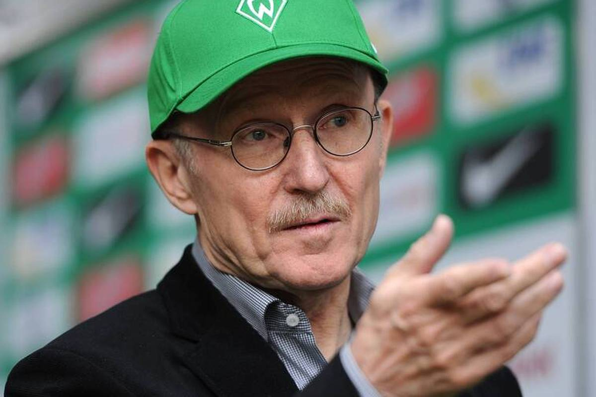 Der frühere Bremen-Boss Willi Lemke findet die Dominanz des FC Bayern langweilig - und wundert sich, warum der FCB nicht an der Super League teilnehmen wollte.