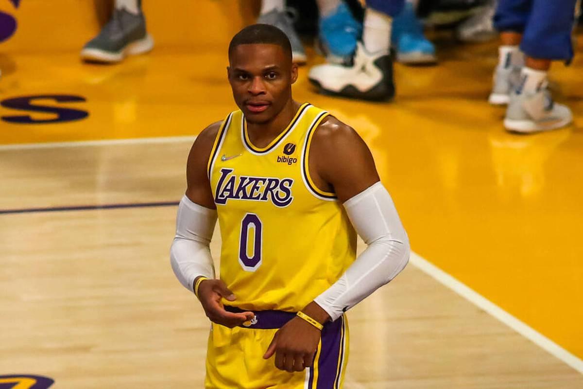 Die Los Angeles Lakers verspielen erstmals seit 25 Jahren wieder einen 26-Punkte-Vorsprung in der NBA. Auch für Dennis Schröder und die Wagner-Brüder lief der Abend nicht nach Plan.