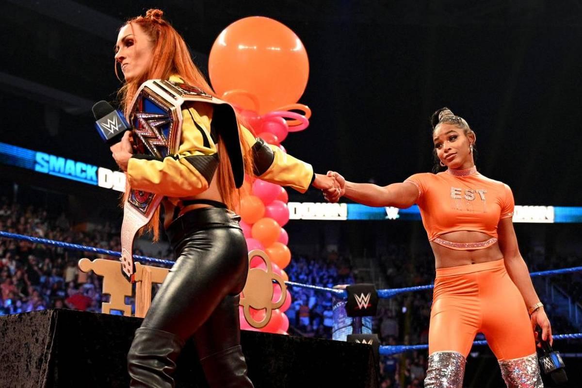 Bei WWE SmackDown wurde Bianca Belair gefeiert und attackiert. Roman Reigns kümmerte sich gleichzeitig um mehrere Probleme.