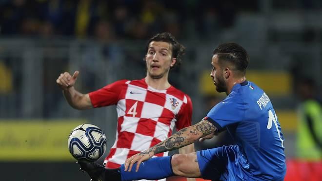 Kroatien (l.: Ivan Sunijc) geht als Favorit in das Spiel gegen Rumänien