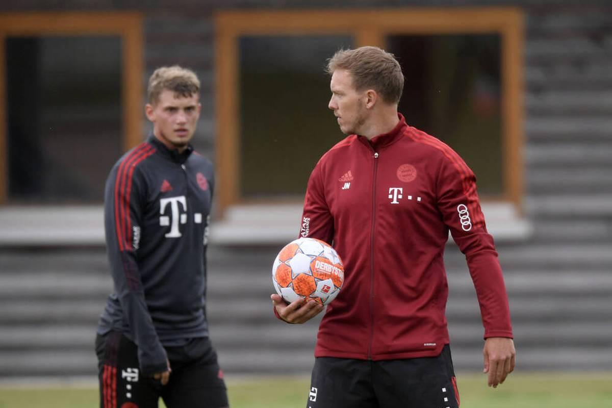 Michael Cuisance und Marc Roca schaffen es auch gegen Fürth nicht einmal in den Bayern-Kader. Coach Julian Nagelsmann erklärt, warum das so ist.
