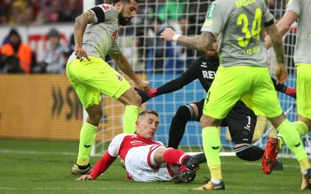 Köln kassiert einen umstrittenen Elfmeter im Spiel gegen Mainz
