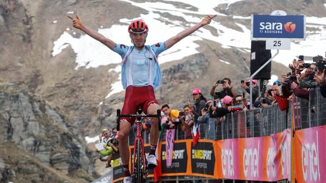 Ilnur Sakarin gewinnt die erste Bergankunft beim Giro