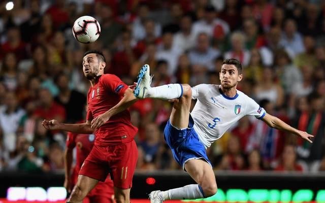 Italien (r.: Jorginho) steht gegen Portugal gehörig unter Druck