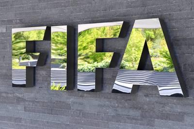 Die FIFA sieht sich bei ihren Überlegungen, die Fußball-WM alle zwei Jahre auszutragen, durch eine Fan-Umfrage bestätigt.