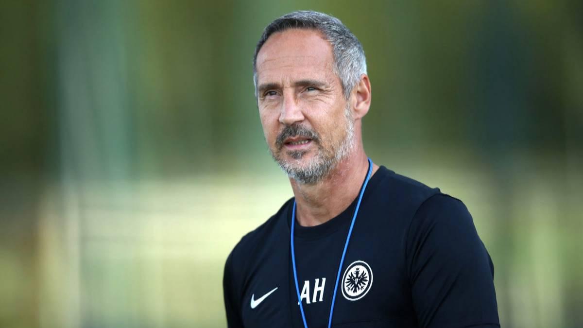 Eintracht Frankfurt und Trainer Adi Hütter setzen ihre Zusammenarbeit über die kommende Saison hinaus fort.