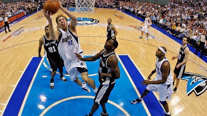 Dirk Nowitzki scheiterte 2010 mit den Dallas Mavericks in den Playoffs an den San Antonio Spurs