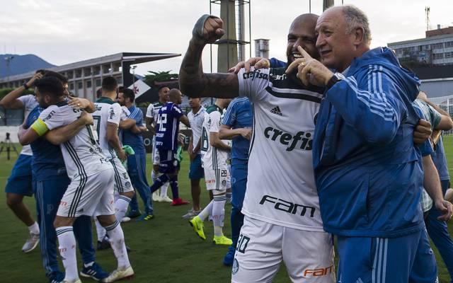 Vasco da Gama v Palmeiras - Brasileirao Series A 2018 Mit SE Palmeiras feiert Felipe Scolari seine insgesamt zweite brasilianische Meisterschaft