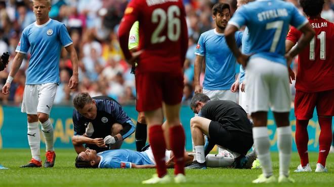 Leroy Sané verletzt am Boden bei MAN CITY gegen LIVERPOOL