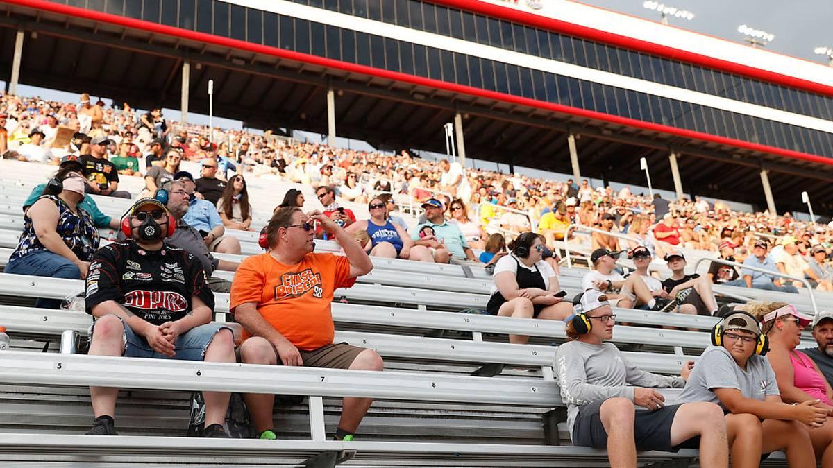 Tausende Zuschauer verfolgten das NASCAR-Rennen in Bristol