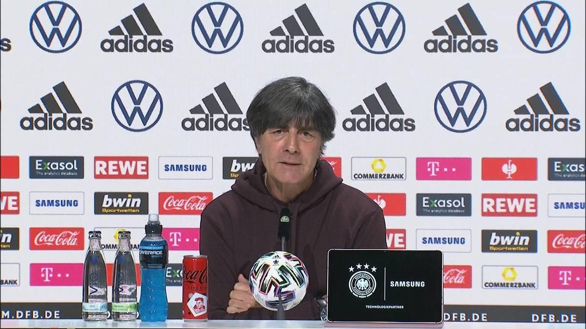 Thomas Müller vergibt gegen England eine Großchance zum Ausgleich. Joachim Löw verrät, was ihm der Bayern-Star dazu gesagt hat.