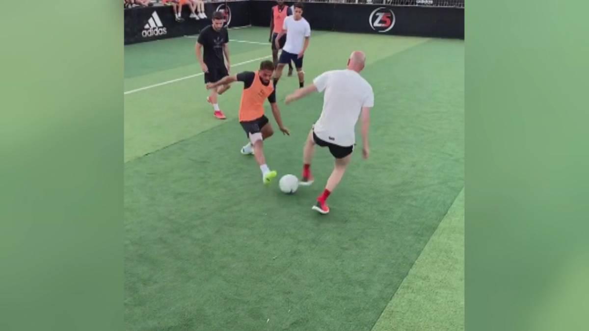 Zinedine Zidane kann es immer noch. Bei einem Spielchen mit seinen Söhnen zeigt er nochmal seine Skills.